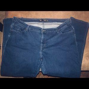 Levi's Flatters & Flaunting Skinny Jean